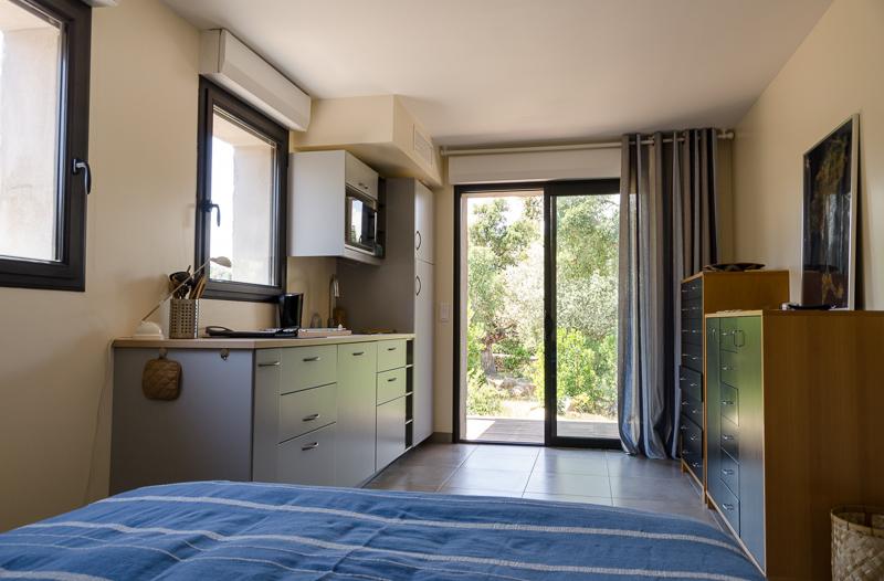 Rez de jardin : le studio (lit 2 places + cuisine)