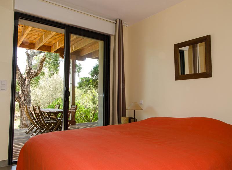 Rez de jardin : chambre lit double